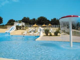 MERIVA Ardèche – Gîtes avec piscine chauffée, Vallon-Pont-d'Arc