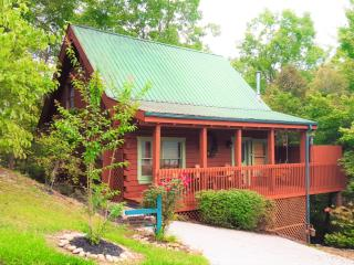 Great Gatinburg Location! Good Time Getaway Cabin, Gatlinburg