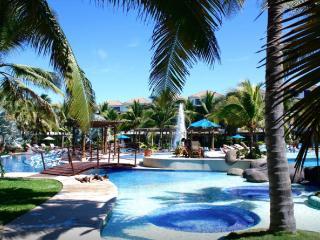 Amazing villa in exclusive complex, Escuintla