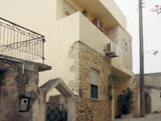 Apartment Dionysus, for a real taste of Crete!, Chersonissos