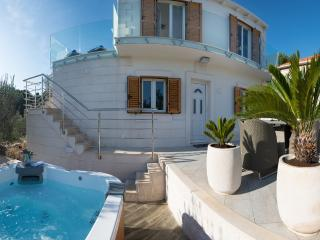 **Stay 7 Pay 6 or Stay 14 and Pay 12** Villa Ivana - Your Own Piece of Paradise