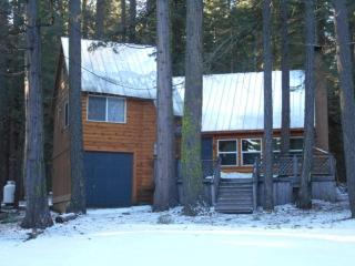 Prattville. 4 Bdrm 2 Bath Two Blocks from the Lake, Lake Almanor Peninsula