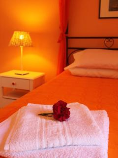 ORANGE ROOM, DOUBLE BED