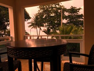 Villa Playa #2 at the beach - sleeps 8 - 10, Aguadilla