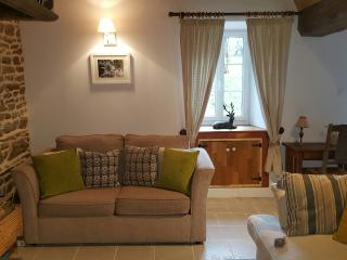 Le Cerisier, Champsecret, Holiday cottages