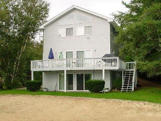 Winnipesaukee Waterfront 4Bed 2Bath W/ Sandy Beach