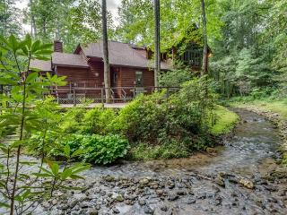 Mountain Waters Lodge - Stunning Home, Ellijay