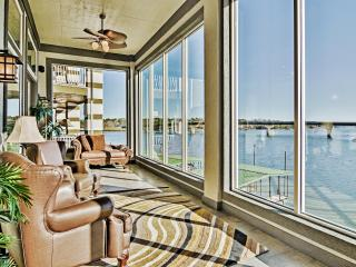 Lakeside 4BR Hot Springs Home w/ Views&Pool Access