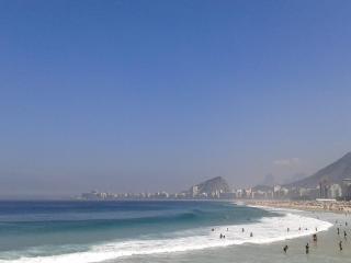 Apartamento a duas quadras da praia de Copacabana