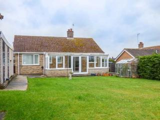 SKYLARK, detached single storey property, pet friendly, coastal village of