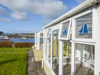 FERRY LODGE COTTAGE all ground floor, en-suite, edge of marina, close to ameniti