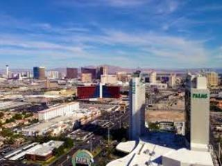 * Stunning Strip View 24th floor *