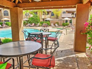 2BR Scottsdale Condo w/Private Patio & Pool Access