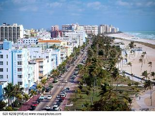 1 Bedroom on famous Collins avenue on the beach!!, Miami Beach