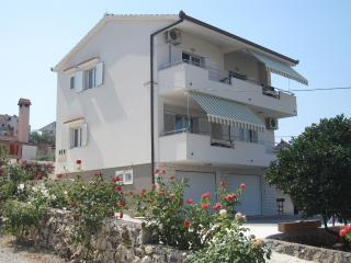 Sea view house on a superb location by the beach, Okrug Gornji