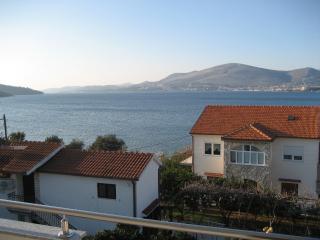 Sea View II Apt by the Beach in Okrug Gornji
