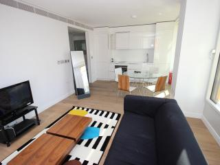 Clean and Safe 1 Bedroom Covent Garden Apartment - Sleeps 3