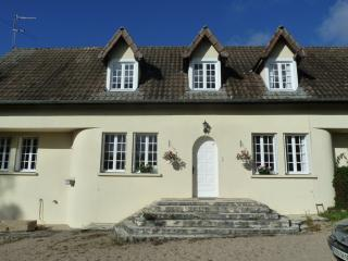 COUNTRY HOUSE WITH PRIVATE HEATED POOL & INTERNET, Rouvray