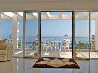 Amazing 4 bedrooms villa in Sutomore