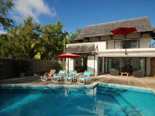 "Peters Beachhouse 250 m"" pool directly on the beach, Poste Lafayette"