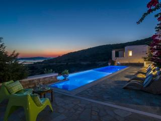 Blue Villas | Jocelyne |Picture perfect villa, Golden Beach