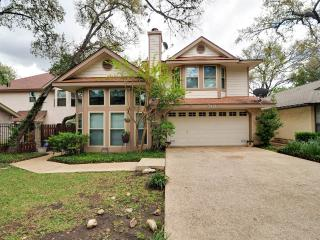 Garden home w/Hot Tub near, Riverwalk & shopping