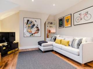 Bright stylish Brixton flat for 4