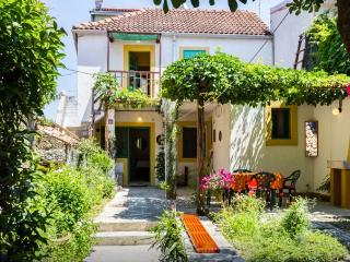 Romantic house with garden 50m from the sea, Biograd na Moru