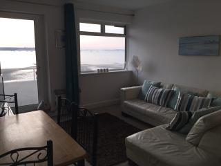 Sandbanks, 2 Bedroom Harbour View Apartment