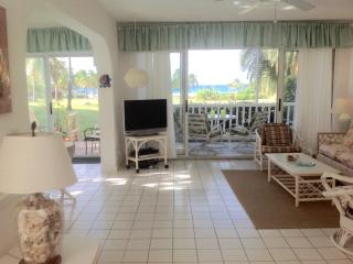 OCEANFRONT CONDO, SERENE, UNCROWDED GENTLE WINDS