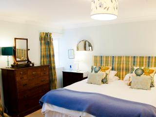 Elegant Dunkeld apartment - 6B Cathedral Street