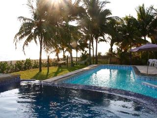 6 BDRMs Beach House w/ Ocean views, Escuintla