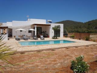Fantastic villa to relax 6 pax s-pool 3km to beach, Sant Miquel de Balansat