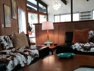 Mid Century Modern Home in the Redwoods, Hot Tub!, Eureka