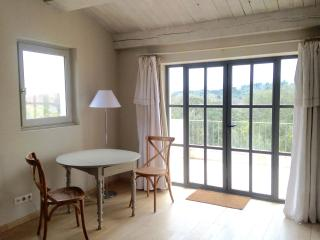 Farmhouse B&B on equestrian estate, Sommieres