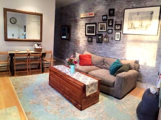 Charming 2 Bedroom Penthouse Walkup, Sleeps 5, New York City