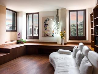 Dimora Opera splendid apartment with view of Arena, Verona