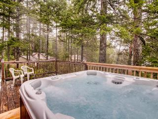 Expansive deck w/hot tub & dock on Woahink Lake. Dog-friendly!