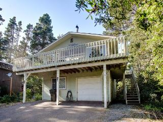 Spacious home w/a game room, wet bar, & more. Beach nearby!, Manzanita