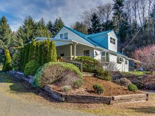Tranquil, dog-friendly home in a rural setting w/ private hot tub, Cloverdale