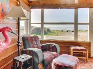 Dog-friendly, oceanfront house full of character and amazing views!, Rockaway Beach