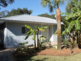 Tropical Treat, Pet Friendly, 2 Bedroom, 2 Bath Beach House, WIFI, Saint Augustine