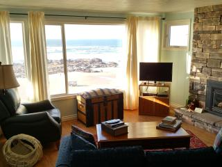 Captain Quarters-3 BD,kitchen,fireplace,oceanfront, Lincoln City