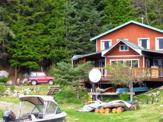 Cozy Cove Cottage 2 BR secluded beachfront, Haines