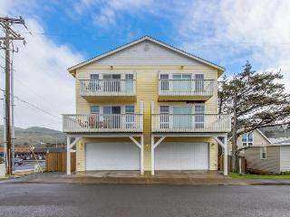 Delightful dog-friendly townhouse with ocean view & nearby beach access, Rockaway Beach
