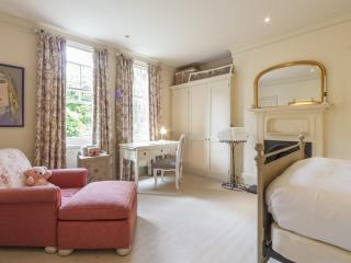 onefinestay - Gainsborough Gardens apartment, London