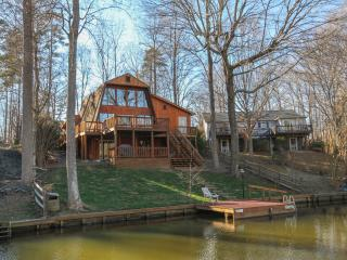 Vacation home on the Lake.  20 minutes from C'Vill, Charlottesville