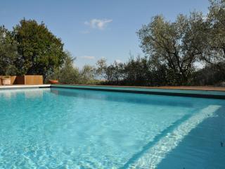 SPECIAL OFFER! VILLA MADREPERLA, Pool, Free WiFi, BBQ 5 mins Beaches /5 Terre