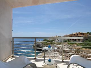 Modern apartment for 4 persons first sea line located in a quiet residential area of Cala Magrana - HM010CPS, Porto Cristo