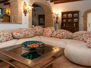 Exclusive luxury villa for six people with impressive views of Pollensa and its Bay - HM010LBG, Pollença